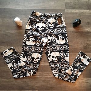 Pants - ⚡️New Item In! NEW Skullhead Print Womens Leggings